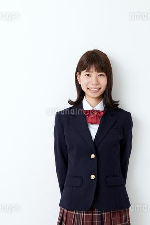 ブレザーを着た女学生の写真素材 [FYI01686592]