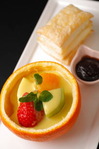 クリームチーズパイとネーブルゼリーの写真素材 [FYI01686926]