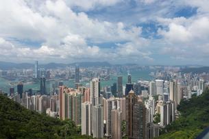 ビクトリアピークから望む香港の町並みの写真素材 [FYI01686981]