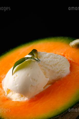 メロンとアイスのデザートの写真素材 [FYI01686984]