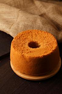 米粉シフォンケーキ丸形の写真素材 [FYI01687262]