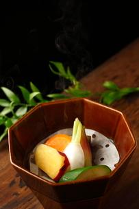 名残野菜のせいろの写真素材 [FYI01687352]