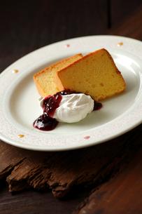 米粉シフォンケーキの写真素材 [FYI01687388]