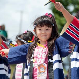 よさこいを踊る女の子の写真素材 [FYI01687618]