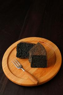 黒米シフォンケーキカットの写真素材 [FYI01687721]
