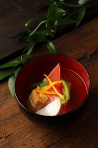 青味と柚子が入ったご胡麻豆腐の写真素材 [FYI01687914]