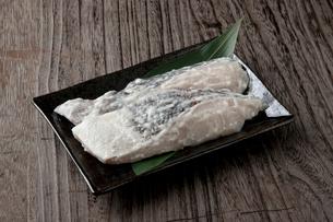 真鱈粕漬け 調理前の写真素材 [FYI01688004]