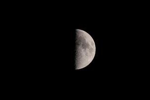 月齢8の月の写真素材 [FYI01688059]