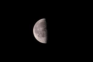 月齢21の月の写真素材 [FYI01688149]