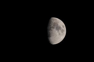 月齢9の月の写真素材 [FYI01688230]