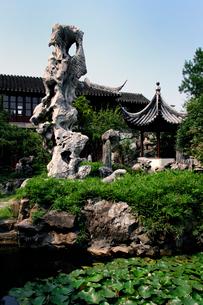 中国式庭園の石像 中国の写真素材 [FYI01688289]