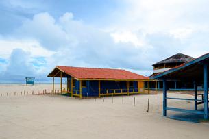 カブレの海岸の砂浜の海の家の写真素材 [FYI01688866]