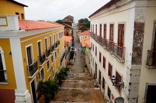 旧市街の古い街並みの写真素材 [FYI01688900]
