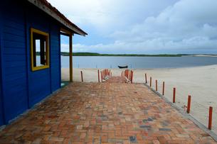 カブレの海岸の砂浜の海の家の写真素材 [FYI01689001]