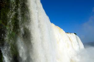 イグアスの滝悪魔ののど笛の写真素材 [FYI01689063]