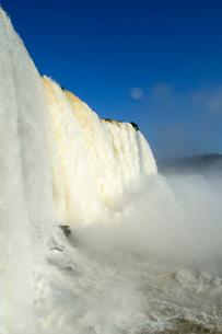 イグアスの滝悪魔ののど笛の写真素材 [FYI01689386]