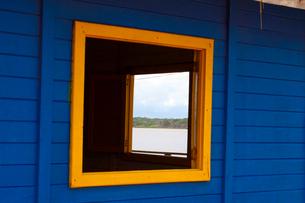 カブレの海岸の砂浜の海の家の写真素材 [FYI01689416]