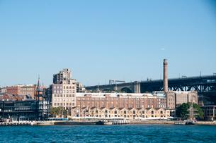 シドニー湾とロックスの建物の写真素材 [FYI01690314]