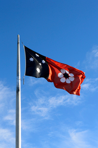 アイザックヒルの旗と青空の写真素材 [FYI01690387]