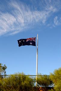 アイザックヒルの国旗と青空の写真素材 [FYI01690467]