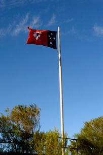 アイザックヒルの旗と青空の写真素材 [FYI01690702]
