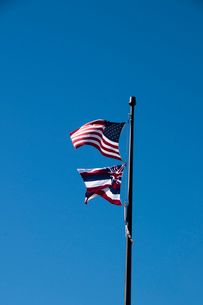 アメリカ合衆国国旗と青空の写真素材 [FYI01690785]