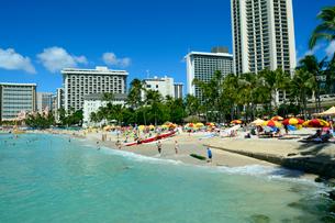 ワイキキビーチの海と青空の写真素材 [FYI01690800]