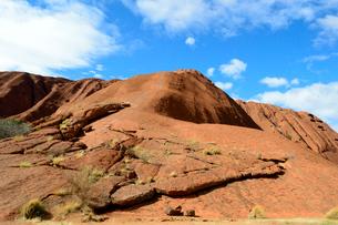 エアーズロックの岩山の登山道の写真素材 [FYI01690835]