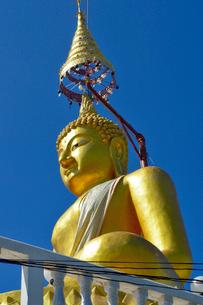 寺院のワット・チェン・ユーンの黄金の仏像の写真素材 [FYI01691164]