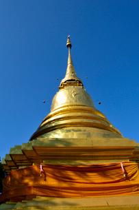 寺院の金色塔の写真素材 [FYI01691212]