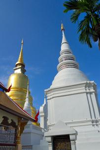 寺院のワット・スアン・ドークの塔の写真素材 [FYI01691265]
