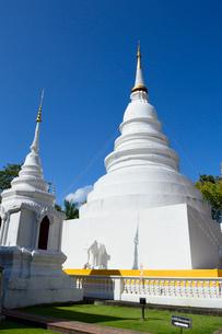 寺院のワット・プラシンの白色の塔の写真素材 [FYI01691327]