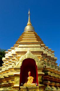 寺院のワット・ファン・オンの金色塔の写真素材 [FYI01691390]
