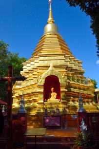 寺院のワット・ファン・オンの金色塔の写真素材 [FYI01691433]