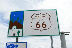 ヒストリックルート66の道路標識の写真素材 [FYI01691466]