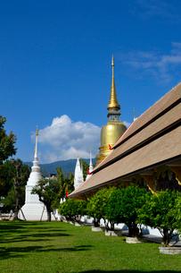 寺院のワット・スアン・ドークの建物の写真素材 [FYI01691582]