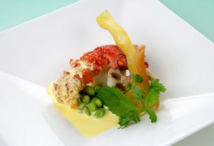 洋食イメージ 海老とレンコンと枝豆の盛り合わせの写真素材 [FYI01691804]