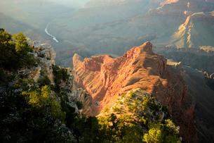 グランドキャニオン国立公園のモハーベポイントから夕日の展望の写真素材 [FYI01691834]