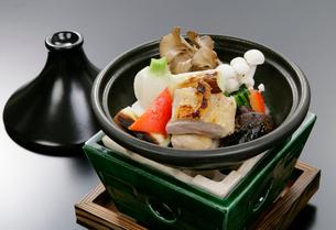 タジン鍋を使った和食の鍋物の写真素材 [FYI01691845]