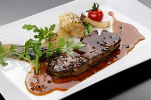 洋食イメージ 牛肉のステーキの写真素材 [FYI01691882]