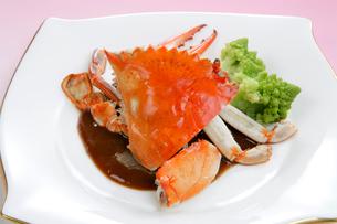 中華料理、ワタリガニのみそソース味の写真素材 [FYI01691902]