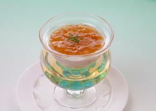 洋食イメージ コンソメ冷製スープの写真素材 [FYI01691935]