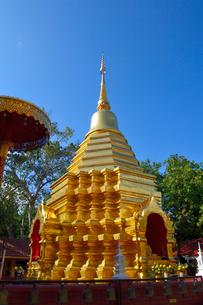 寺院のワット・ファン・オンの金色塔の写真素材 [FYI01691953]