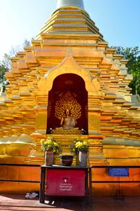 寺院のワット・ファン・オンの金色塔の写真素材 [FYI01692039]