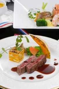 牛肉ステーキの写真素材 [FYI01692079]