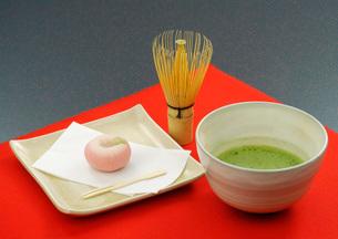 和菓子と抹茶の写真素材 [FYI01692106]