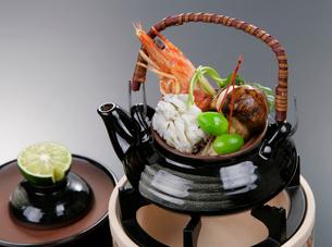 松茸の土瓶蒸しの写真素材 [FYI01692209]
