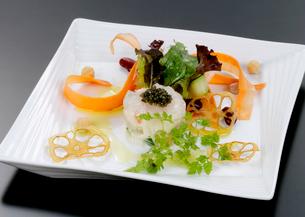 洋食料理の前菜の写真素材 [FYI01692231]
