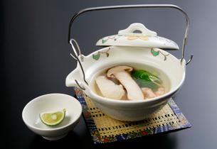 松茸の土瓶蒸しの写真素材 [FYI01692376]