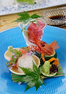 日本料理、刺身の盛り合わせの写真素材 [FYI01692389]